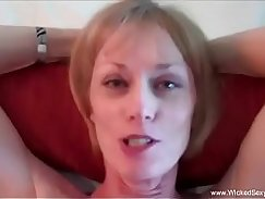 Pretty wooden granny gives blowjob after making toast