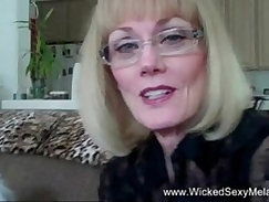 Big pussy mom wants to cum double time