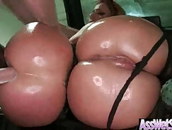 Animated with perfect round butt gets ass blown