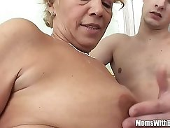 Arousing young hairdresser Kirsten sucks two fat cocks at once