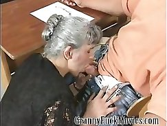 Amateur granny gets her ass fucked on the couch