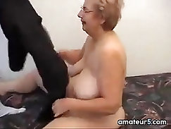 Chubby grandma fucks her twat with toy on webcam