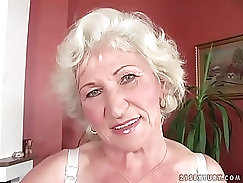 Bald head for granny forking her pussy